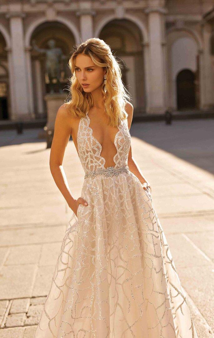 Vestido de novia sexy con escote V profundo y transparencias, corte A