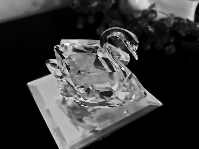 Un cygne en cristal en cadeau de mariage? Souriez et serrez les dents. Photo : Carlo Galimba, Flickr