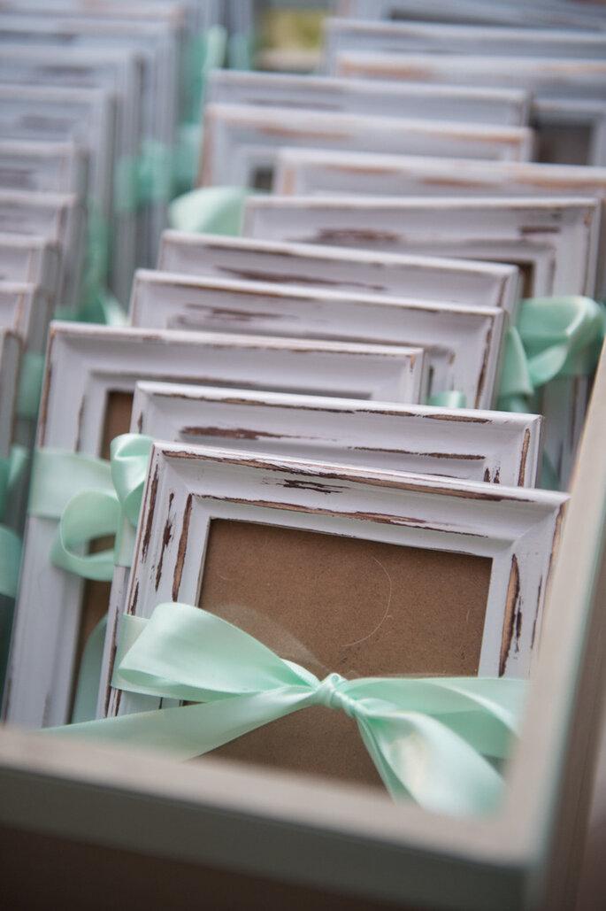 Decoración de boda con marcos y portarretratos . Carla Ten Eyck
