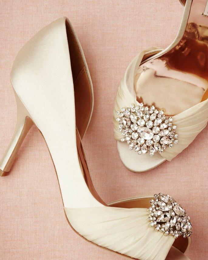 Buty ślubne z piękną ozddobą, Foto: BHLDN