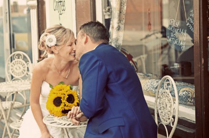 Tu fotógrafo llevará divertidos accesorios para que tengan unas fotos muy divertidas - Cotton Candy Weddings
