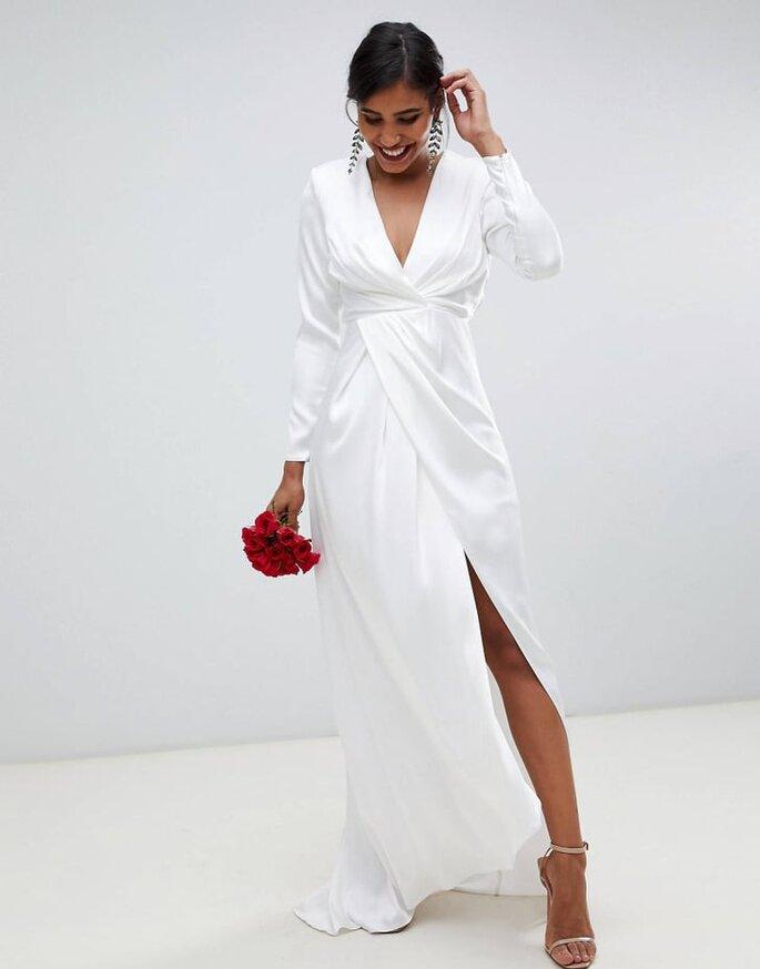 Vestido de novia moderno y barato con mangas largas, escote en V y apertura por la pierna estilo faux wrap