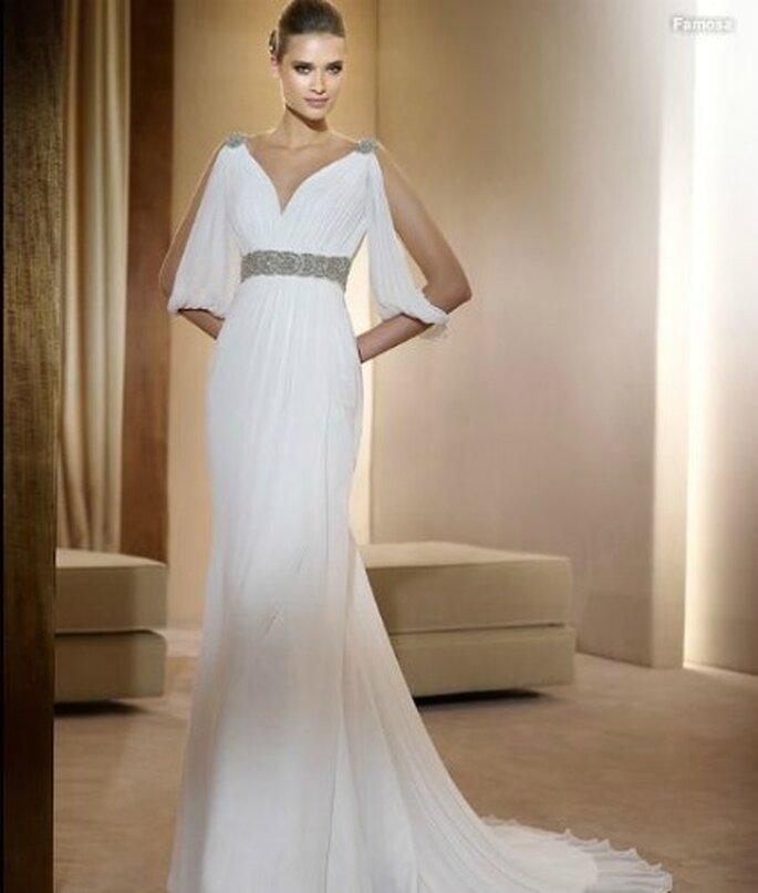 La cintura preziosa esalta questo abito a peplo di Pronovias Collezione Fashion 2012 Mod. Famosa