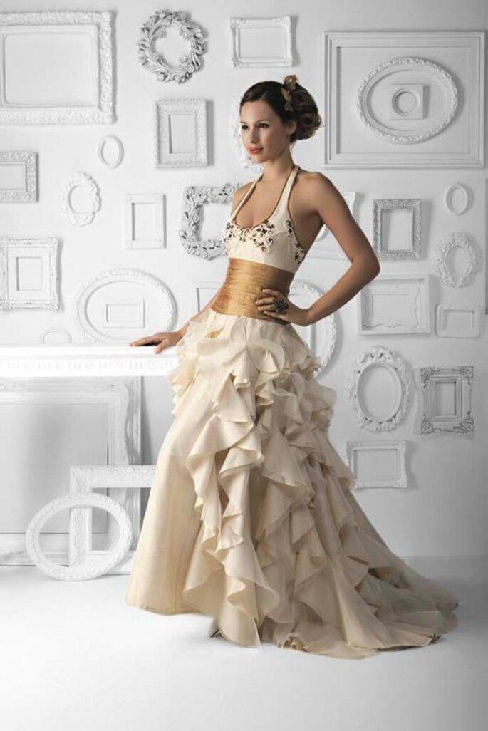 Auch Brautkleider in kräftigen Creme-Tönen sorgen für einen unvergesslichen Auftritt– Foto: Matias Rivara