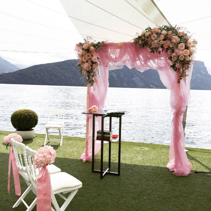 Dekoration Open Air-Zeremonie Luuniq Hochzeitsblumen & Dekoration