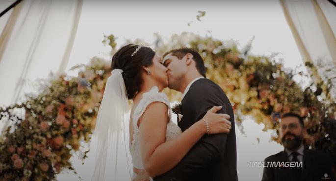 """Primeiro beijo depois do """"SIM"""""""