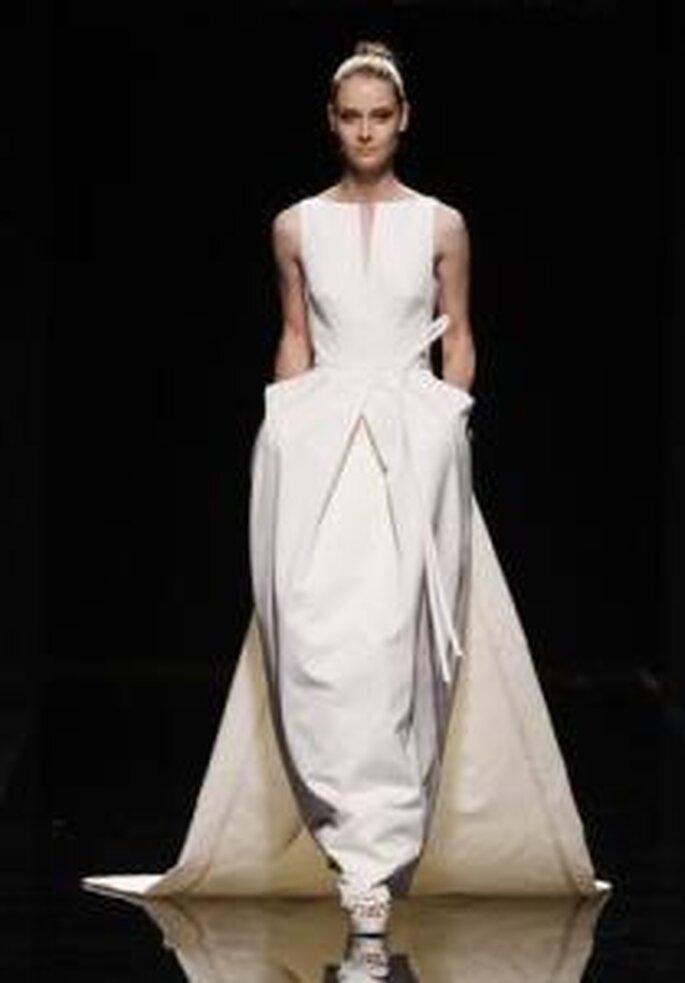 Rosa Clará 2010 - Robe longue de forme symétrique, à décolleté bateau, avec des poches