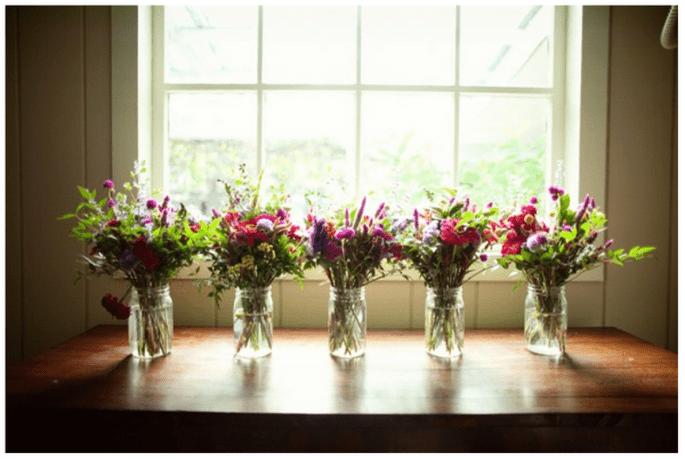 Decoración de boda con tarros de cristal - Foto United with Love