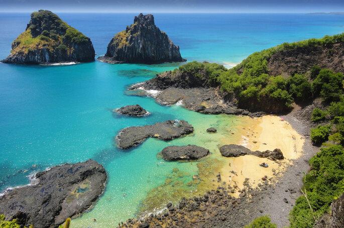Impresionantes vistas de la playa tropical con un arrecife de coral
