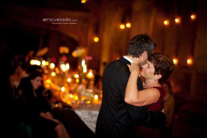 ... und der Bräutigam tanzt mit Schwiegermama - Foto: Eric Velado
