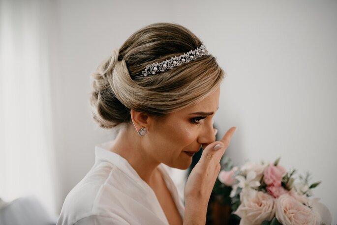 Acessório de cabelo da noiva: JG Noivas - Buquê: Fernando Reame - Foto: Marcos Misturini