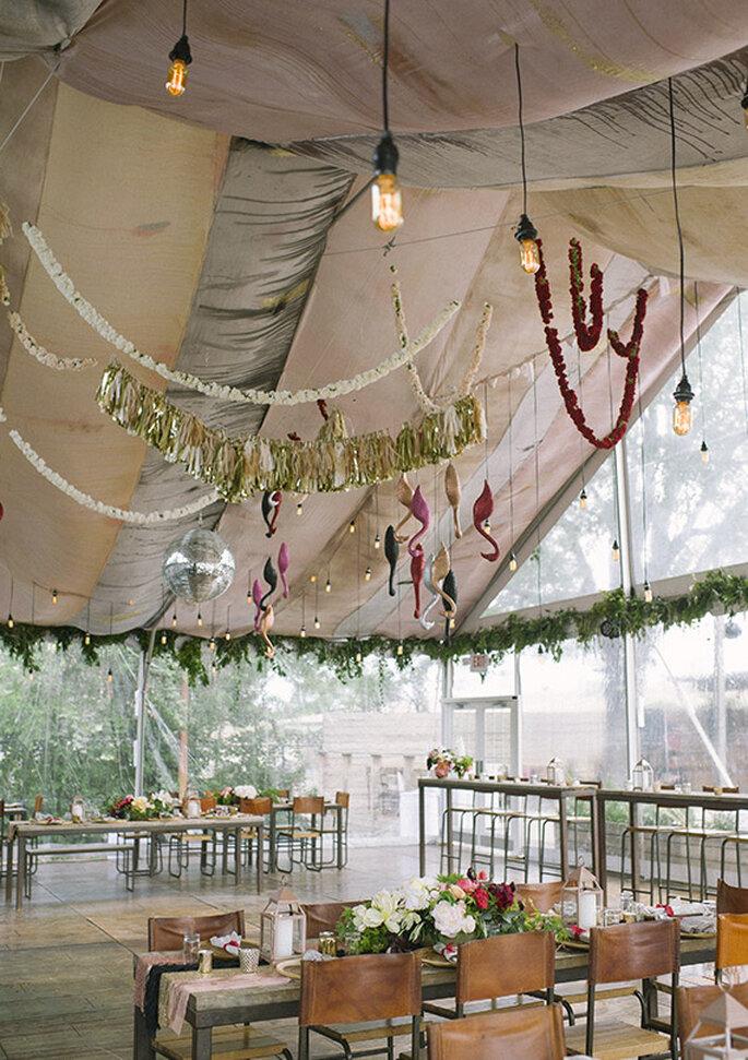 Ambientación total de la boda boho chic - Foto Brooke Schwab