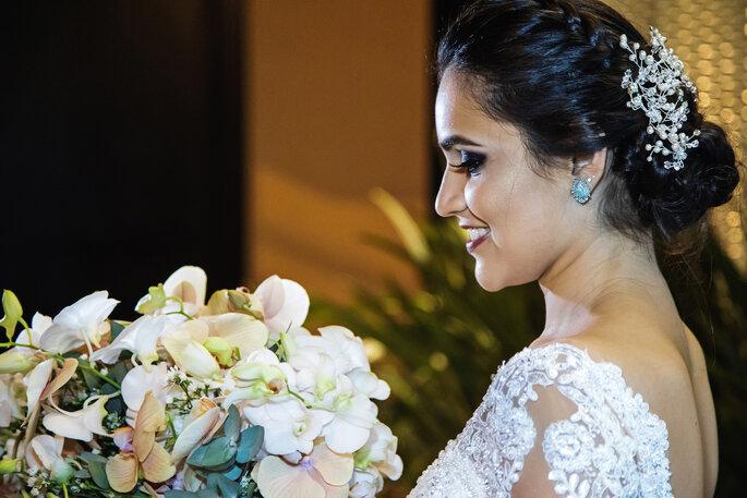 Maquiagem e cabelo da noiva: Val Cabeleireiros - Foto: Tardelli Photos