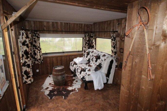 Domaine de Badard - intérieur en peau de vache style western des cabanes