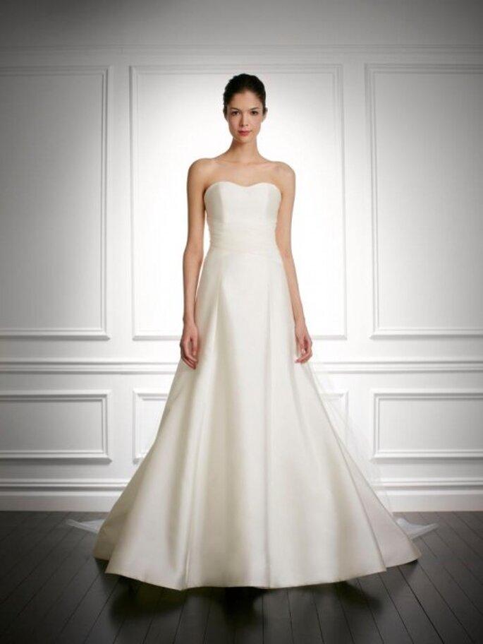 vestido de novia 2014 con escote strapless y tendencia minimalista - Foto Carolina Herrera