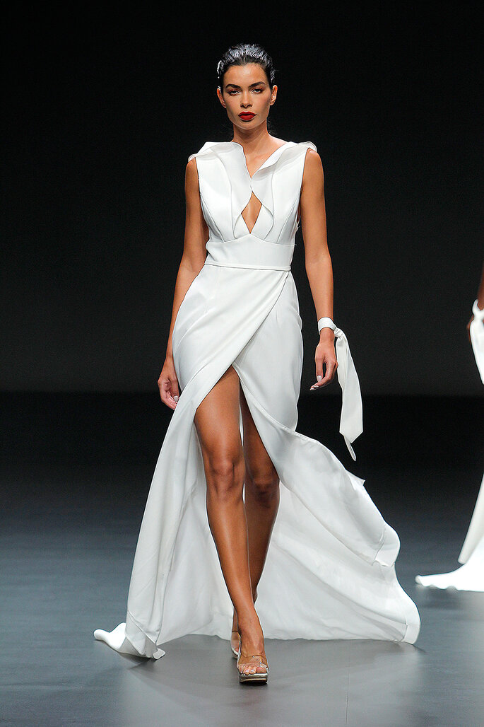 Vestido de novia sensual con abertura profunda delantera