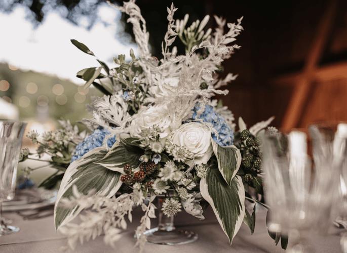 Tischdekoration weiss und blau bayerisch