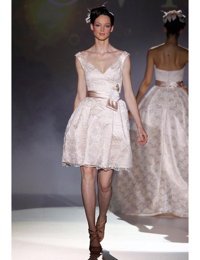 Kurzes Brautkleid von Novia d'Art aus der Kollektion 2012