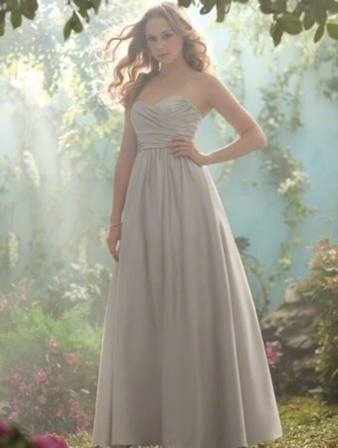Vestido strapless largo para damas de boda inspirado en Disney - Foto Alfred Angelo