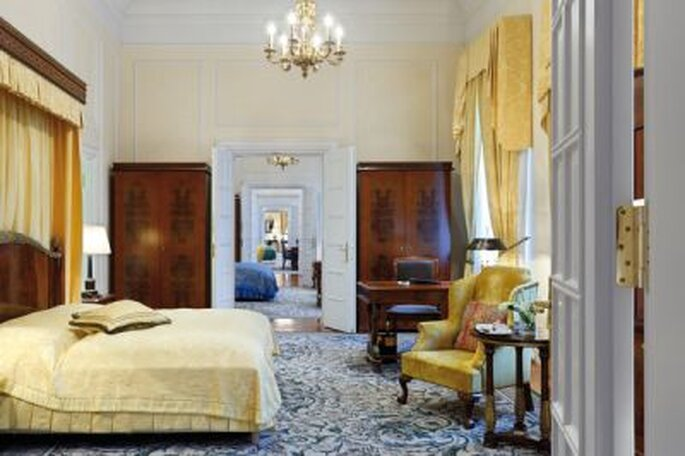 Das ist eine romantische Überraschung zur Hochzeit - Eine Nacht im Luxushotel! Kempinski Hotel Dresden Zimmeransicht Kronprinzen Suite - Foto: © http://www.kempinski.com