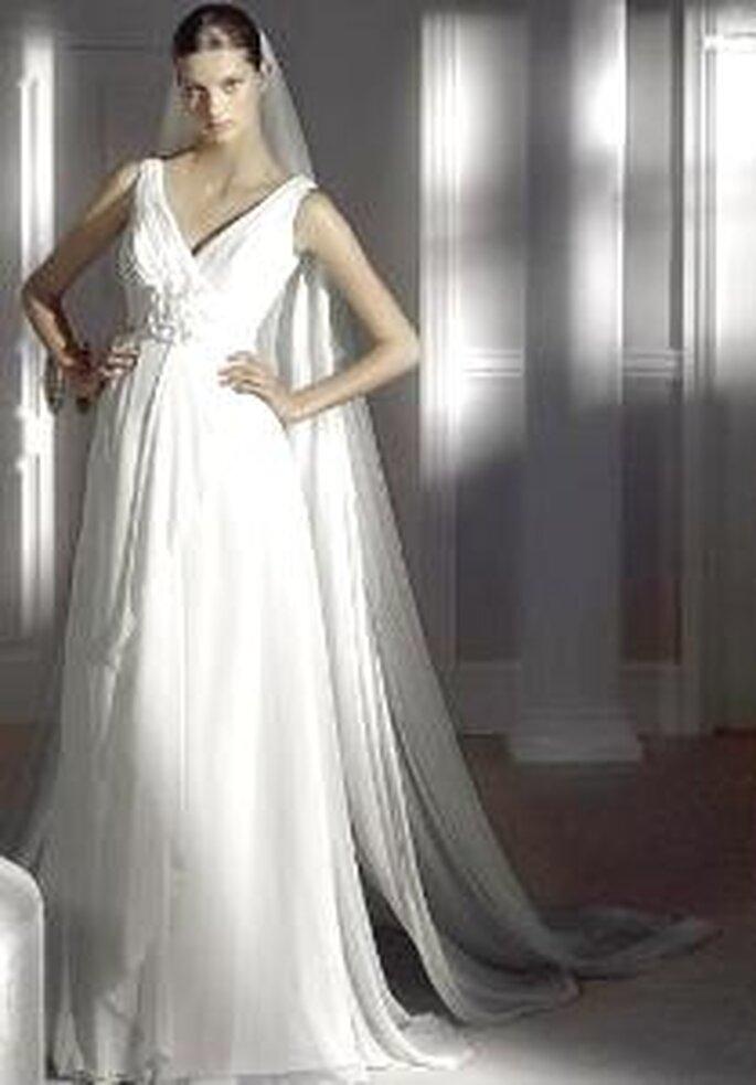 Pronovias 2009 - Hiedra, vestido largo corte imperio, sencillo, escote en V