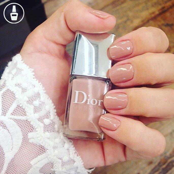 Noiva de esmalte nude da Dior