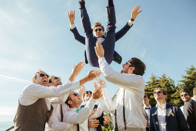 Momento de entusiasmo com o noivo