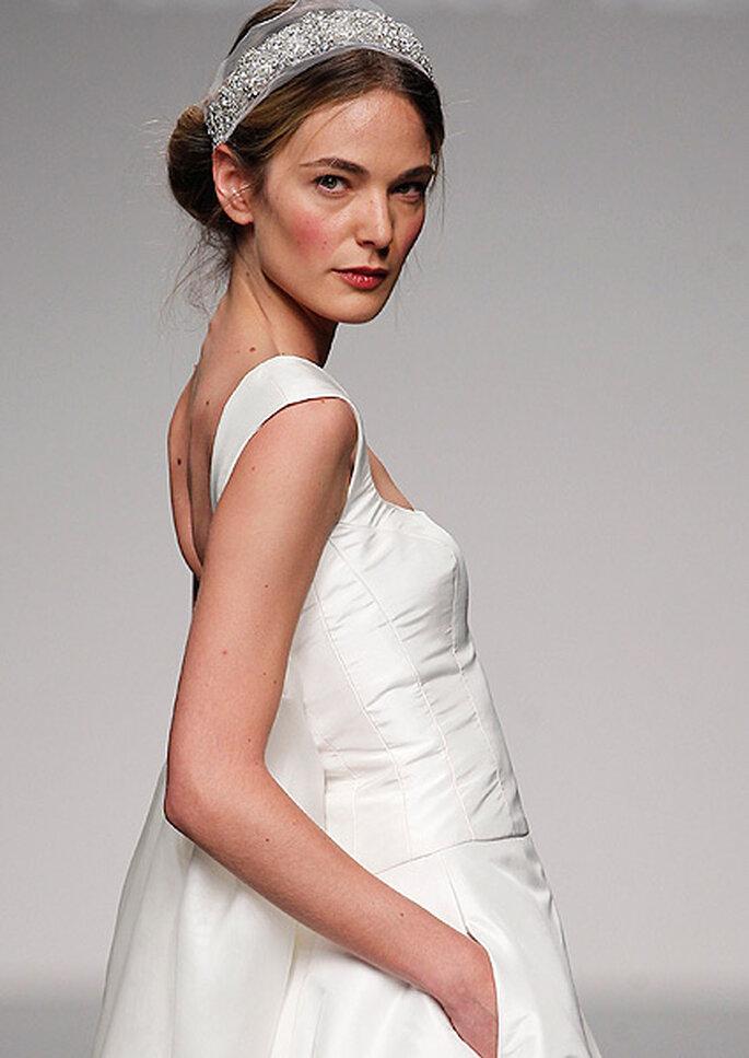 Vestido de novia con diadema-joya, de Paula del Vas. Foto: IFEMA