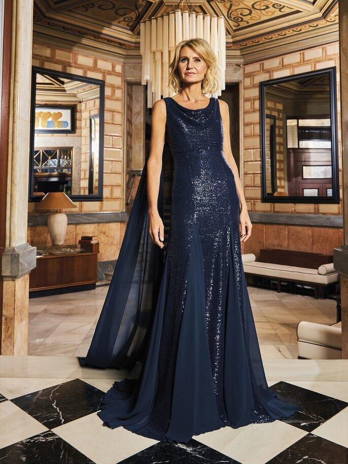 vestido de cerimónia azul escuro brilhante Pronovias 2021