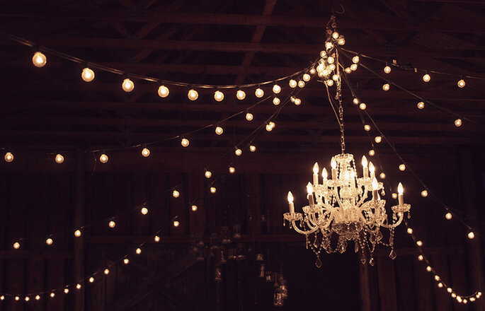 Lámpara elegante en la boda. Foto: Brenden