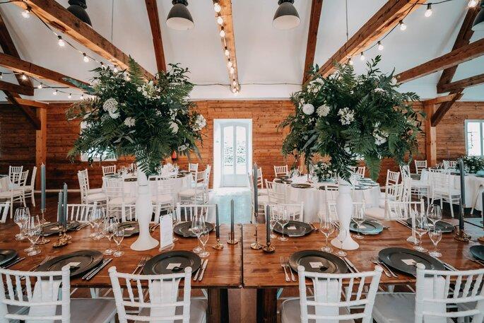 Hochzeit Tischdekoration weiß grün rustikal elegant