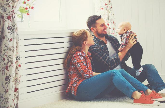 criar família aos 30 anos: dois pais e um bebé
