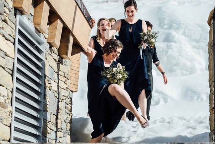 Demoiselles d'honneur dans la neige