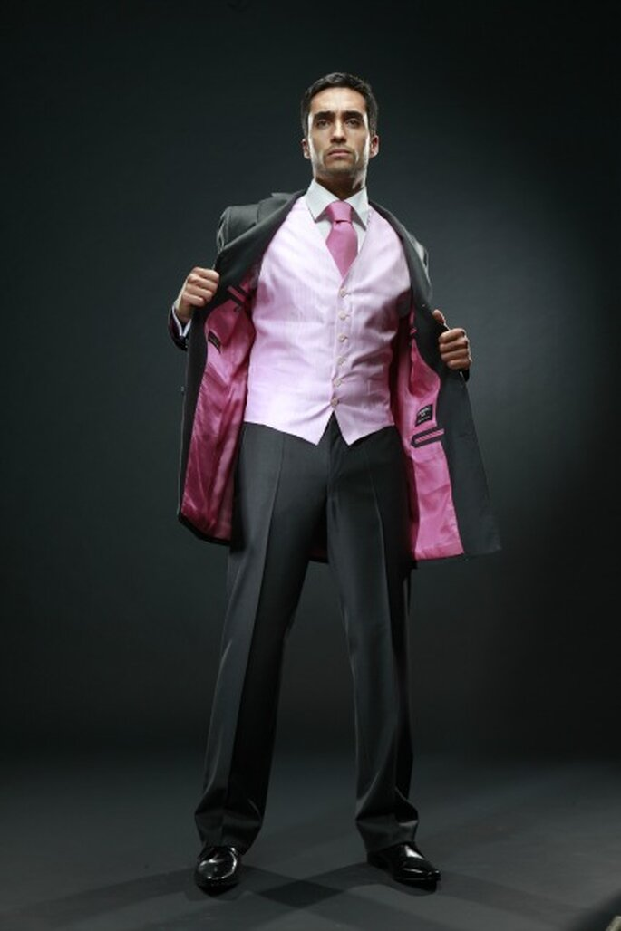 Tissu, coupe, couleur : futurs mariés c'est vous qui allez créer votre costume ! - Photo : PERNAC Paris
