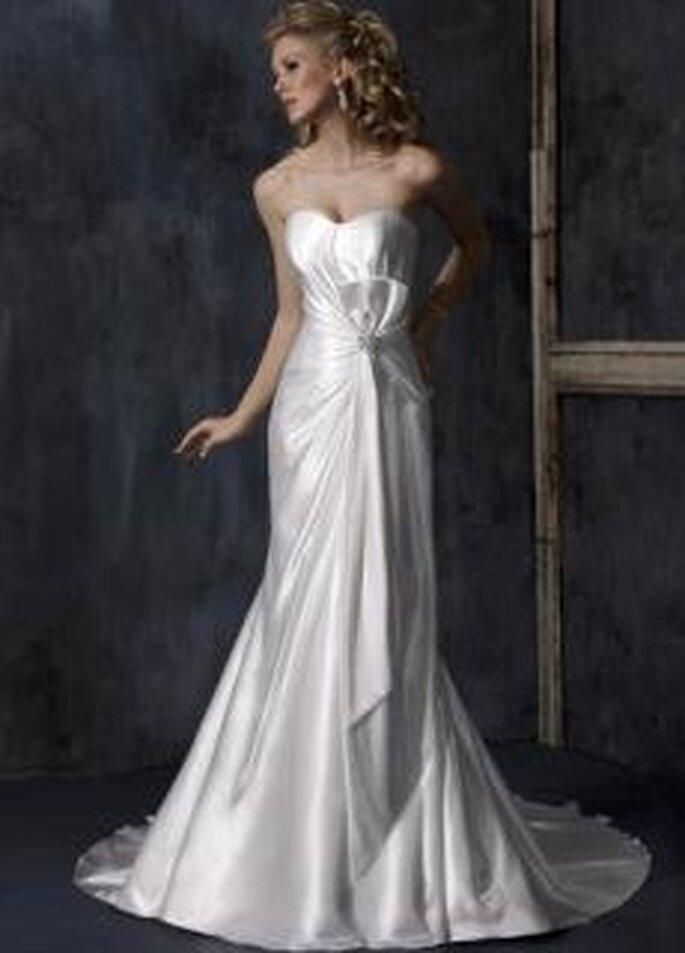 Maggie Sottero 2010 - Aria, vestido largo en satén, de talle alto, strapless, con fruncido
