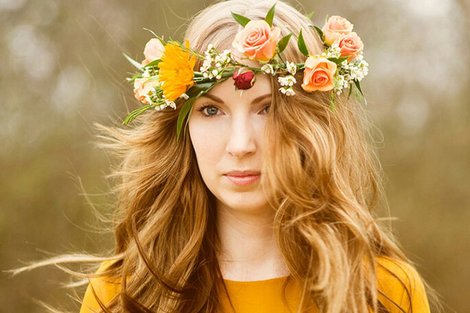 Corona de flores con rosas color durazno. Foto: Lianne Nichols