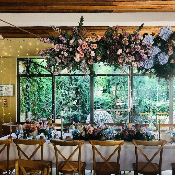 Salle de réception de mariage fleurie