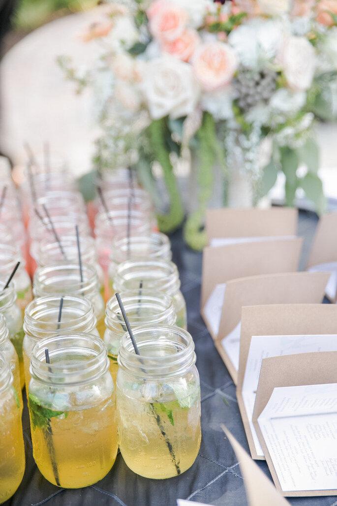 Las ideas más originales para usar los mason jars en tu boda - Caroline Joy Photography