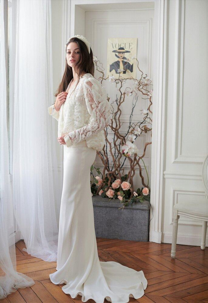 Robe de mariée avec un gilet à manches bouffantes en dentelle