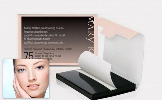 Toallitas reguladoras de brillo facial. 5 tips para que dure el maquillaje y peinado durante la boda Foto: Mary Kate