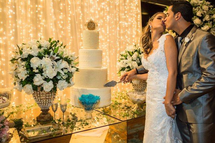 corte do bolo de casamento