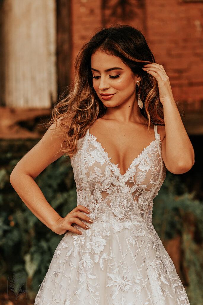 Vestido com inspiração boho, renda quadriculada e floral que dá um charme especial ao vestido godê