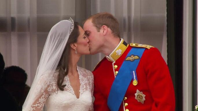 Der Hochzeitskuss von Prinz William und Kate Middleton auf dem Balkon
