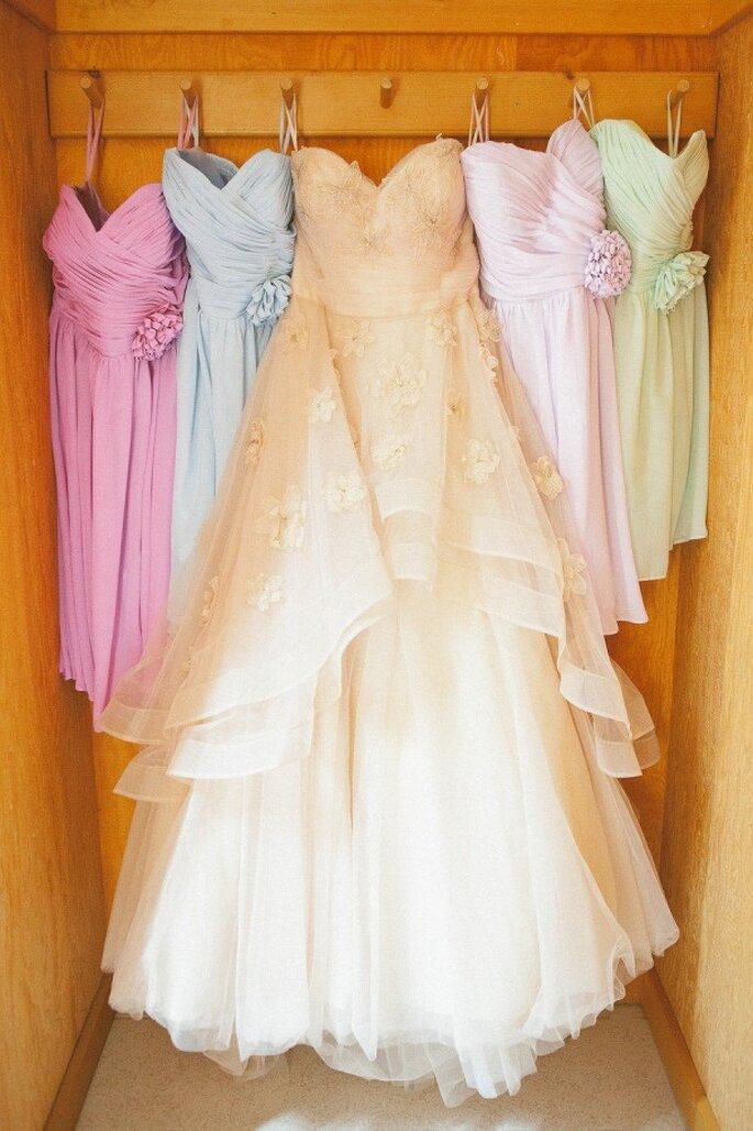 Deja que tus damas de boda muestren más de su personalidad con sus vestidos - Foto Anita Martin Photography