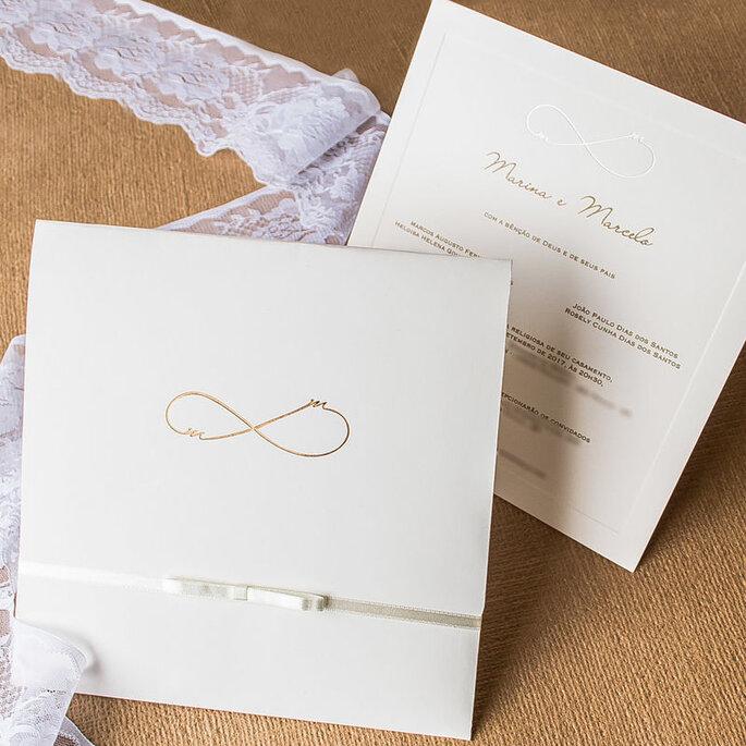 Convite de casamento tradicional, branco com símbolo do infinito em dourado