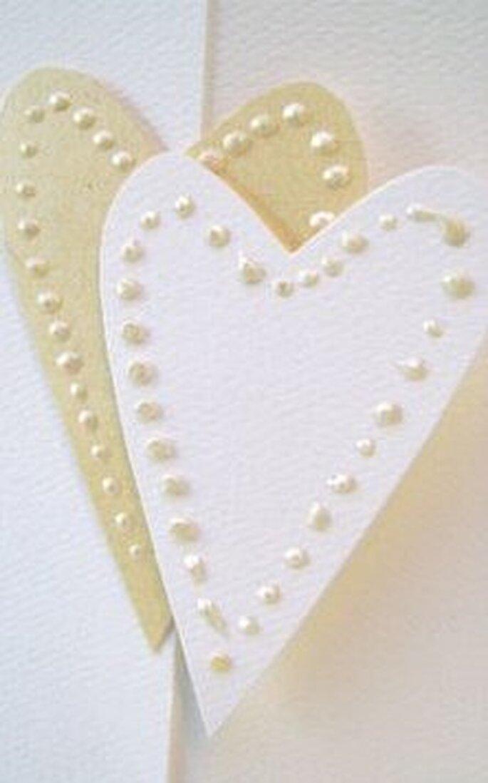 I due cuori con i puntini di colore per tessuto