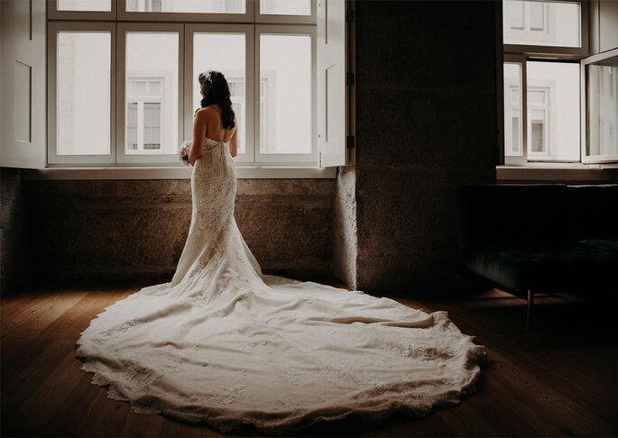 Vestido de noiva com cauda comprida