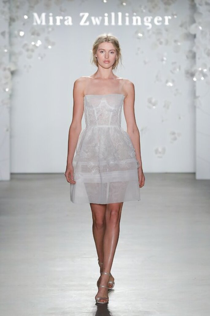 Vestido de noiva para casamento civil estilo corselete e saia evasê