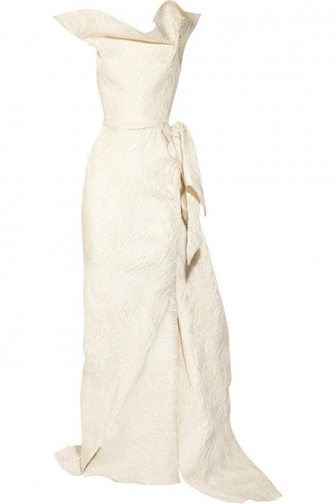 vestido de novia otoño 2013 con escote y volados asimétricos - Foto Net a Porter