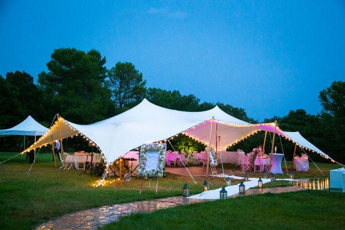 Tente de location pour un mariage champêtre en toute saison réussi